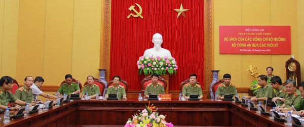 Bộ trưởng CA Trần Đại Quang ra mắt sách về 'không gian mạng'