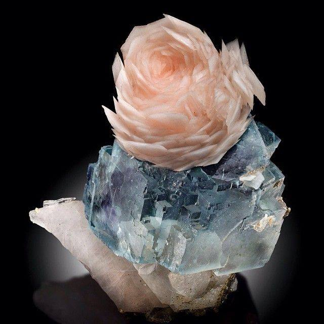 Rose-like Calcite With Rose Color!
