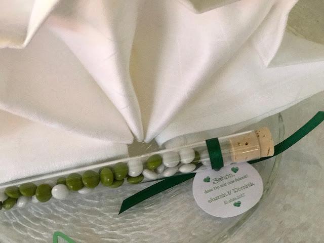 Gastgeschenke Schokolinsen, Sommerhochzeit in den Bergen von Garmisch-Partenkirchen, Riessersee Hotel ihr Hochzeitshotel in Bayern, Apfelgrün und Weiß, Hochzeitsplanerin Uschi Glas