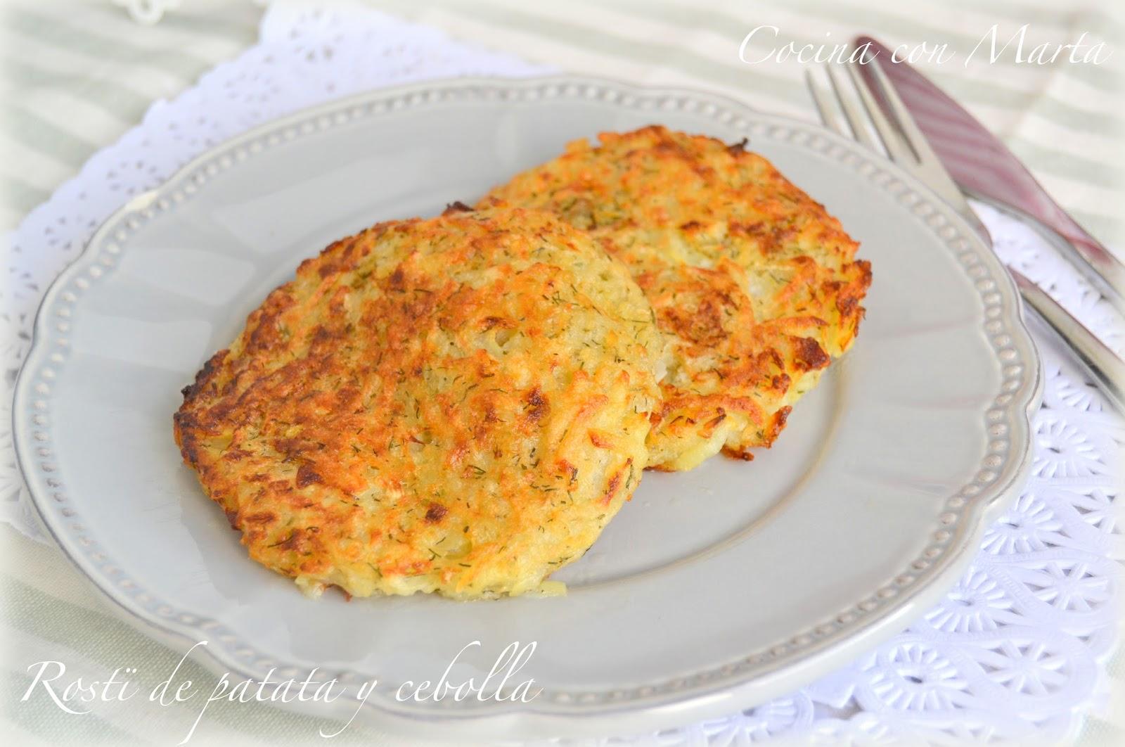 Rosti de patata y cebolla. Receta tradicional suiza. Fácil, rápido y casero. Para acompañar carnes y pescados.