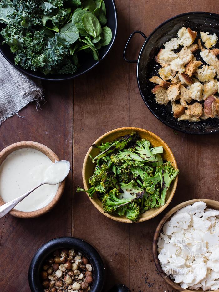 Sałatka warzywna z dukkah, sosem jogurtowym z fetą i grzankami / Chilli, Czosnek i Oliwa