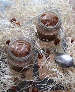 Cuilllère et saladier : Petites crèmes caroube-noisette