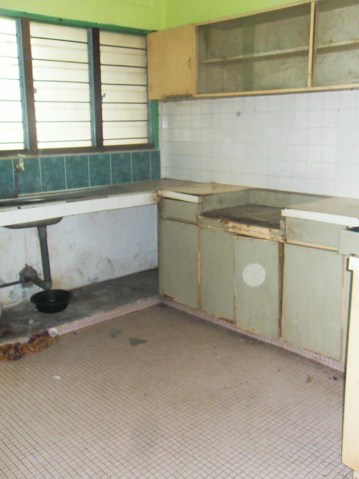 Kena Repair Kerana Keadaan Seluruh Rumah Ni Sudah Sangat Uzur Rosak Ada Anai Bung Bocor Toilet Kabinet Reput Dinding Retak