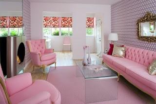 sala decorada con rosa y gris