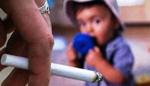 Ini Dampak Negatif Merokok di Depan Anak