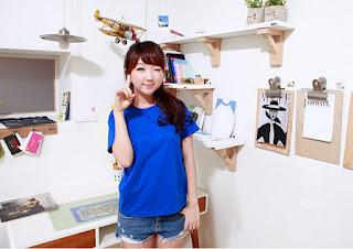 Áo phông màu xanh bích