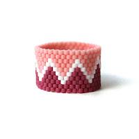 """купить Широкое кольцо ручной работы с узором """"зигзаг"""". Оригинальное бисерное украшение"""