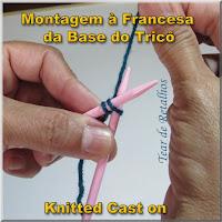 Ilustração mostrando a execução de uma base de pontos de tricô pelo método de montagem à francesa (knitted cast on)