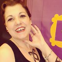 Mari Scotti nasceu em 1980 e é paulistana. Sempre foi apaixonada pela palavra escrita, mas somente depois de devorar a Saga Crepúsculo que redescobriu sua vocação para contar histórias. É cantora, ex-divergente, apaixonada por romances de época e escritora das séries Neblina e Escuridão, Nefilins e Família Hallinson.