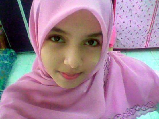 hijab wanita berkacamata