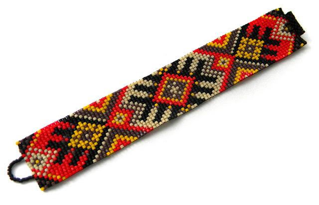 Яркий браслет из бисера - этно-стиль.