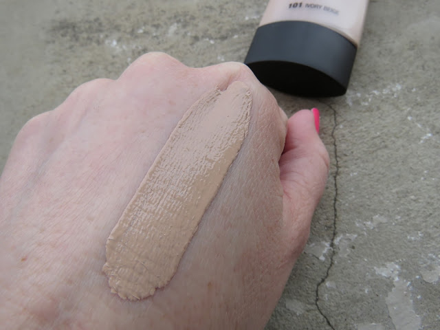 MAX_FACTOR_lasting_performance_makeup_swatch