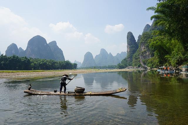 Fischer mit Bambus-Floß