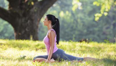 tập yoga ngoài trời