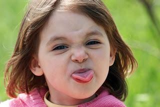 Resultado de imagem para criança fazendo cara feia