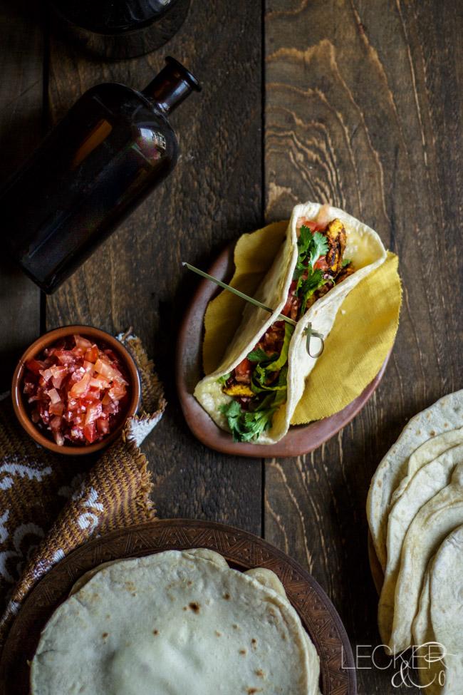 leckerundco, lecker co, lecker & co, lecker, leckerundco.de, foodblog, nürnberg, foodfotografie, mittelfranken, tina kollmann, foodpics, kochen, backen, fotografie, rezept, tortilla, burritos, quesadillas, tacos, chicken, hähnchen, koriander, salsa, guacamole, mexiko, mexikanisch, homemade, selbstgemacht, dinner