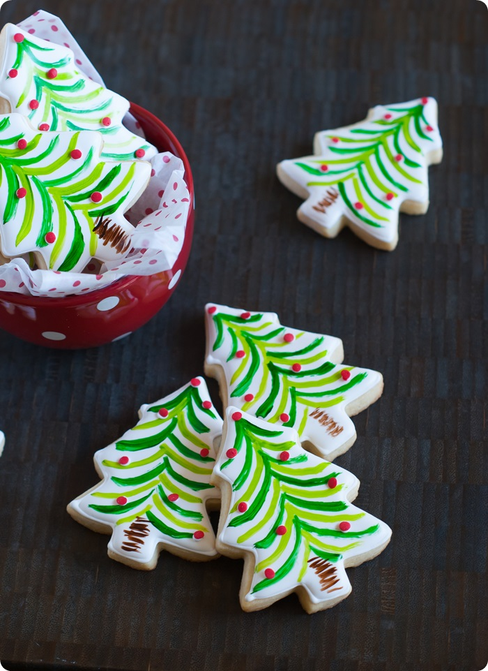 painted christmas tree cookies, inspired by Sur la Table | bakeat350.net