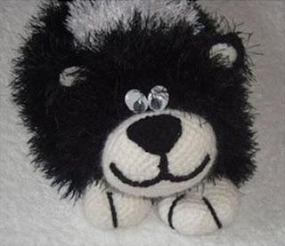 Вязаная крючком игрушка своими руками пушистый длиннотелый котик