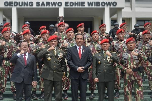 Rajin Sambangi Basis Militer, Jokowi Dinilai sedang Khawatir