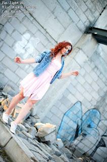 12.07.2017 Pastelowy róż sukienka rozkloszowana, białe trampki, jeansowa katana, wisiorek gwiazdka, Muerte make up, Opuszczona galeria Mielec