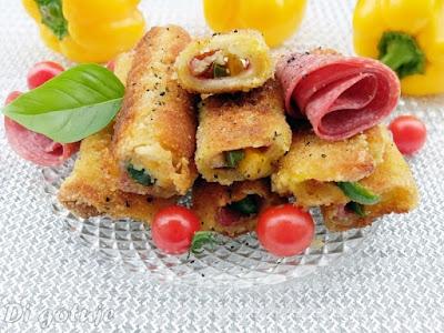 Krokiety/roladki z chleba tostowego (z serem, salami i papryką)