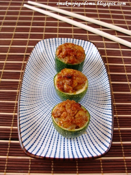 Cukinia faszerowana a'la sushi
