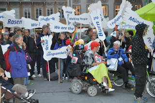 Demonstatie om aandacht te vragen voor voetgangers tijdens walk21 in Munchen.