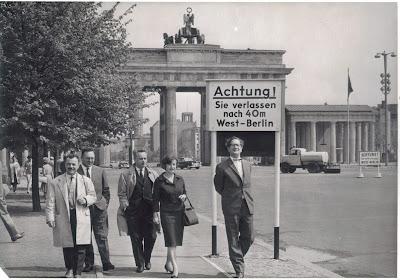 Mijn vader, geheel rechts, in Berlijn, 1960