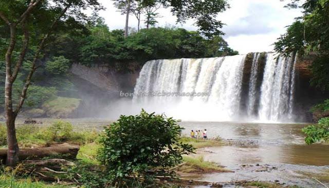 Air Terjun Riam Merasap Miniaturnya Air Terjun Niagara