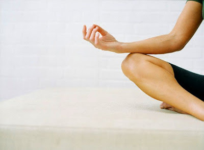 how to do yoga poses for beginner  8 moves for new yogis