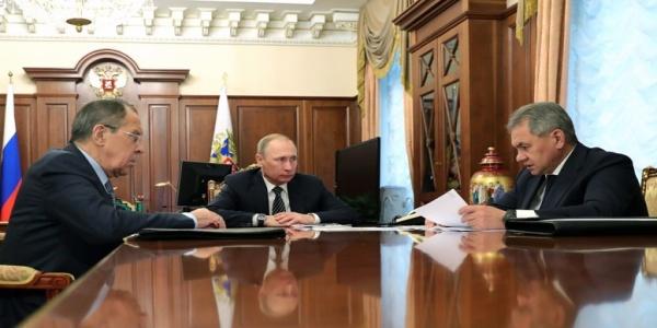 Το ελληνικό εθνικό συμφέρον και ο «εμφύλιος» μεταξύ Ομπάμα και Τραμπ για τη Ρωσία του Πούτιν