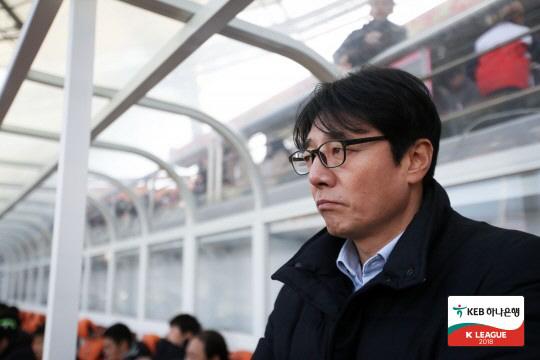How long does Hwang Sunhong have left at FC Seoul?