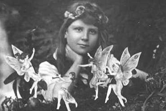 Frances Griffiths rodeada de hadas en julio de 1917 - Cine de Escritor