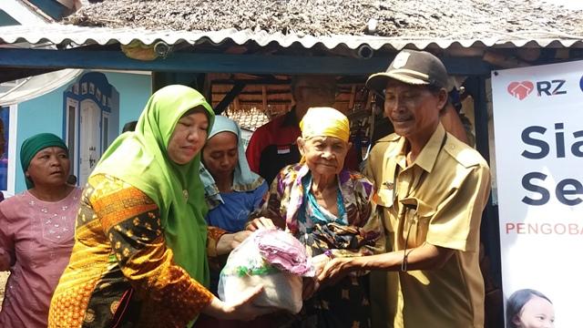 Persatuan Ibu PT Indonesia Power bersama RZ Gelar Baksos di Cilurah Carita