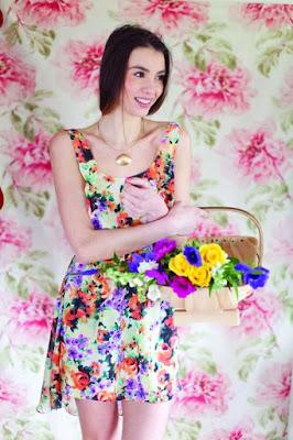 vestido de verano sencillo y ligero con falda asimétrica