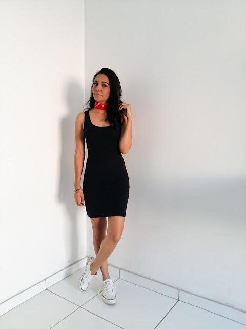 look-do-dia-vestido-preto-tênis-branco