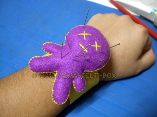 Simple Felt Tutorial: Voodoo MAn Wristlet Pincushion