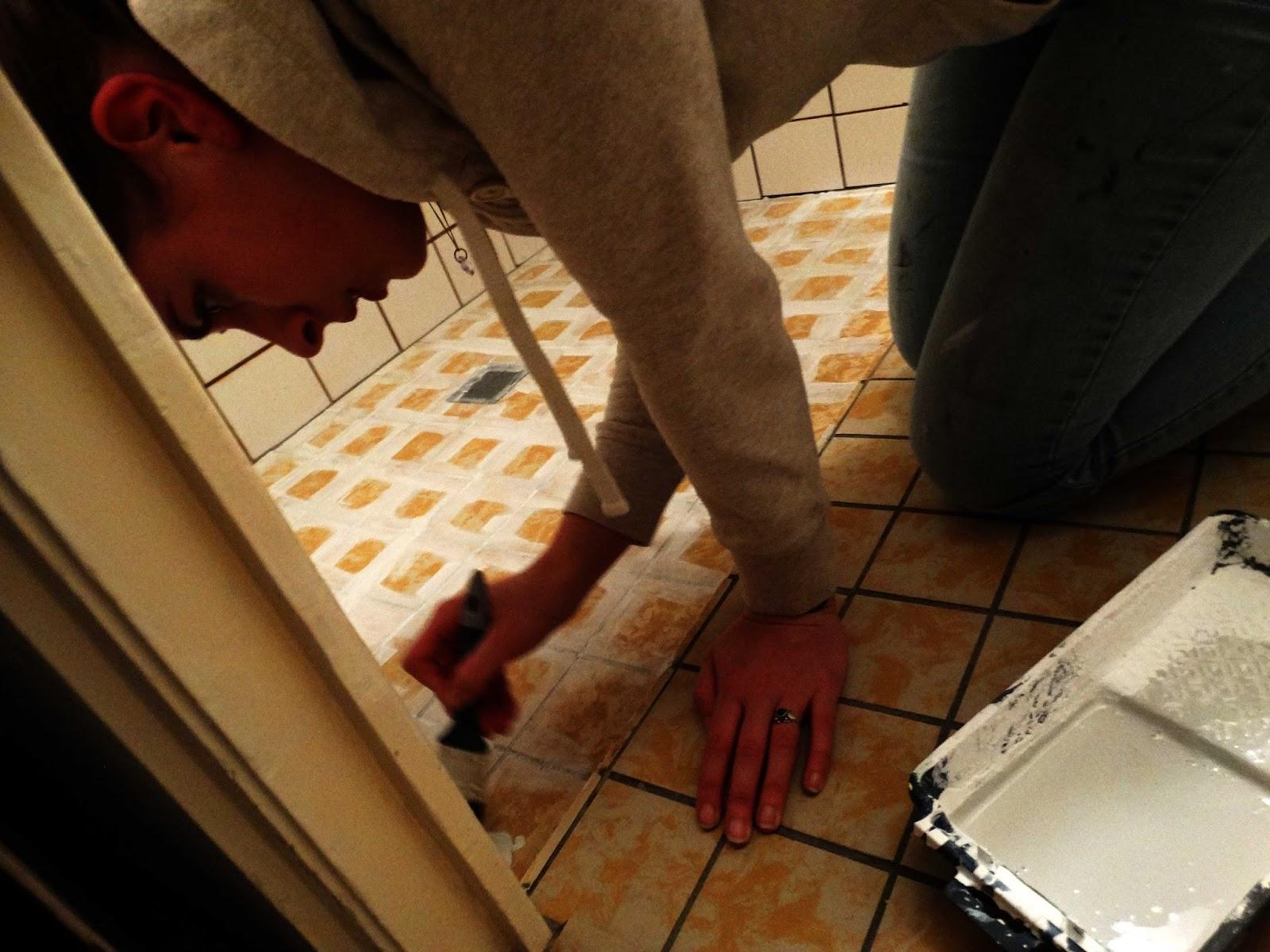 Gele Vloertegels Badkamer : Badkamer make over vloertegels verven judit s klusboek