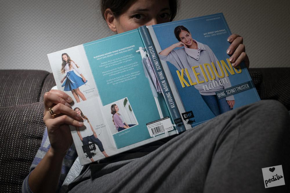 Graue Loungewear: Elaine Shirt, Haremshose und LaWeste
