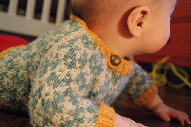 Chandail tricoté pour bébé avec motif de renard