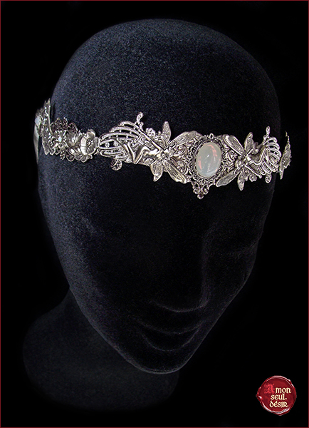 couronne féerique blanc opale mariage elfique elfe fée opalescent pierre de lune moonchild white opal circlet elven fairy wedding crown moonstone circlet elf arwen galadriel