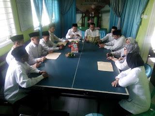 Kelompok Kajian Kitab Kuning KUA Kecamatan Cigasong, Khotamkan Kitab Syu'abul Iman