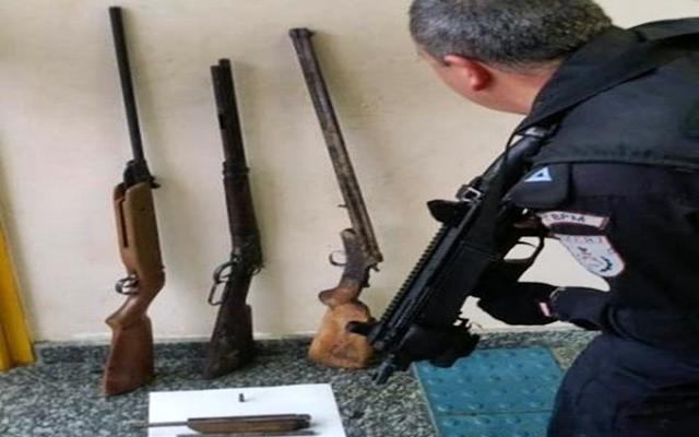 Armas apreendidas de traficantes no Alto do Retiro em Cordeiro RJ