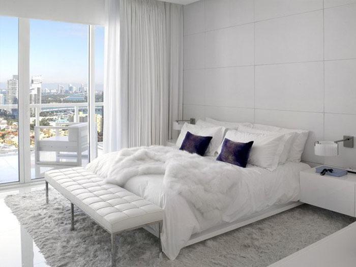 sade beyaz yatak odası örneği