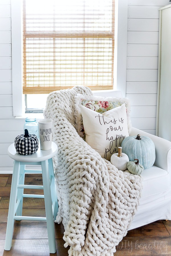 feminine farmhouse fall decor