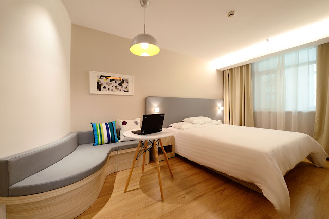 small bedroom for couple
