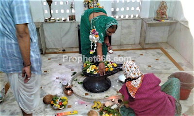 Devotees Worshiping Lord Shiva during Shravan Maas