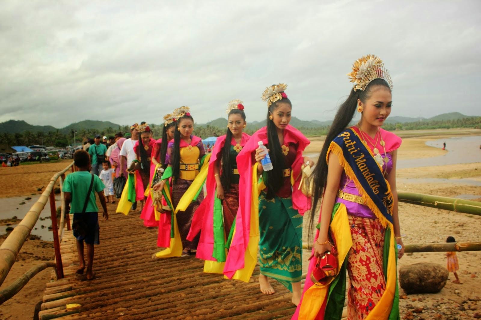 Lomba pemilihan putri Mandalika di Lombok Indonesia