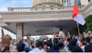 Ribuan Pendukung Prabowo Tetap Setia Meski Tak Bisa Masuk International Convention Centre Medan