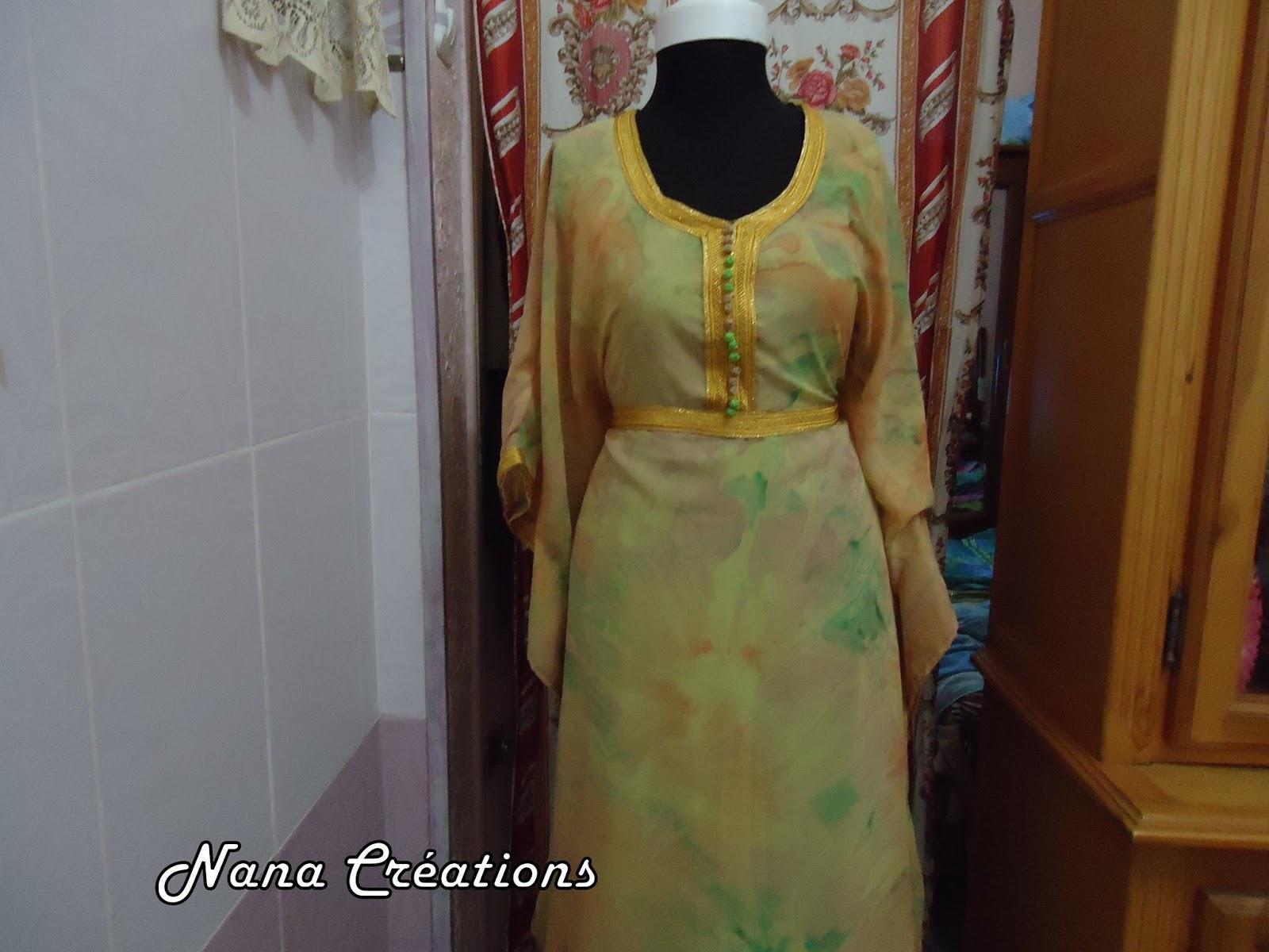 Cette robe dintérieur est travaillé sur de la soie christian dior froissée